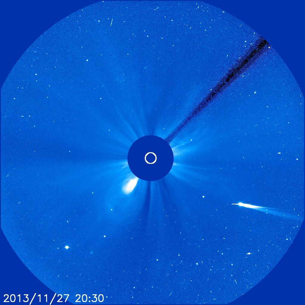 Komet Ison am 27.11.2013 um 21:30 MEZ, aufgenommen mit dem LASCO C3-Instrument der Raumsonde SOHO